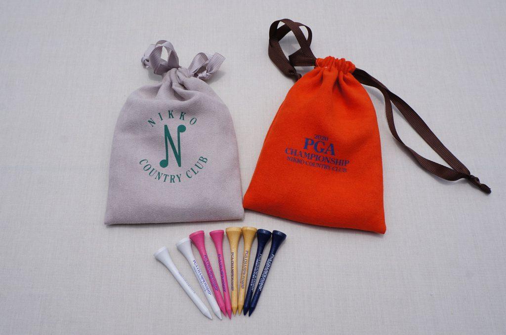 巾着ティセット(灰)(橙)各990円 小物入れ巾着の中に日本プロロゴ入りウッドティのセット