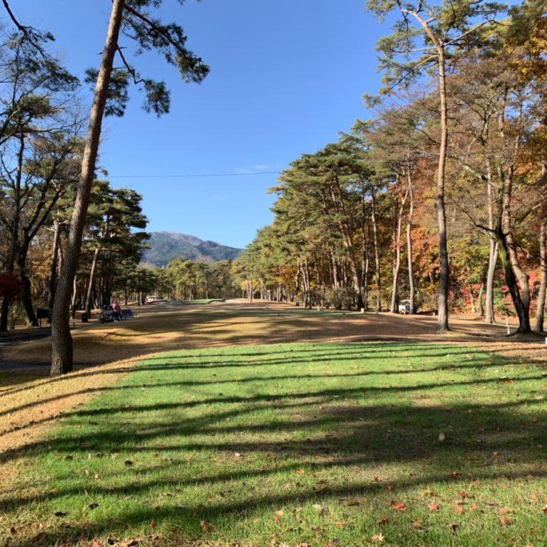 2019.11.25 日陰による生育不良のため洋芝を播種しています